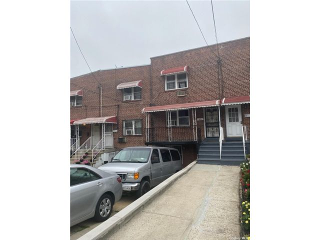 2 BR,  1.00 BTH 2 story style home in Wakefield
