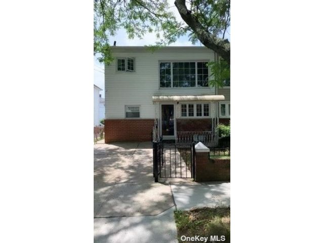 3 BR,  1.00 BTH Duplex style home in Rosedale