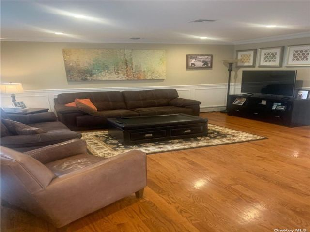 3 BR,  3.00 BTH Duplex style home in East Meadow