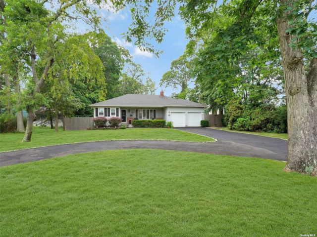 3 BR,  2.00 BTH Ranch style home in East Islip