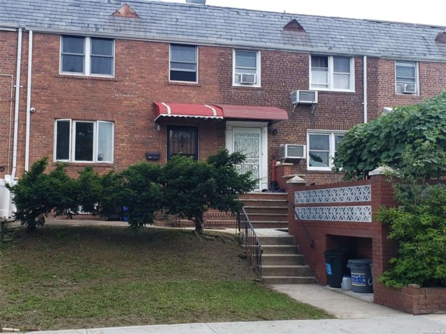 3 BR,  2.00 BTH Townhouse style home in Kew Garden Hills