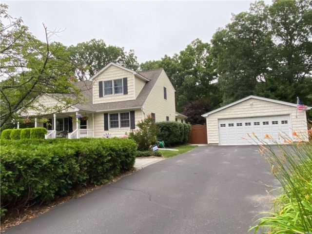 4 BR,  3.00 BTH Exp cape style home in Port Jefferson Station