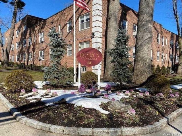 2 BR,  1.00 BTH Garden apartmen style home in Roslyn Heights