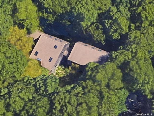 3 BR,  3.00 BTH Contemporary style home in East Hampton