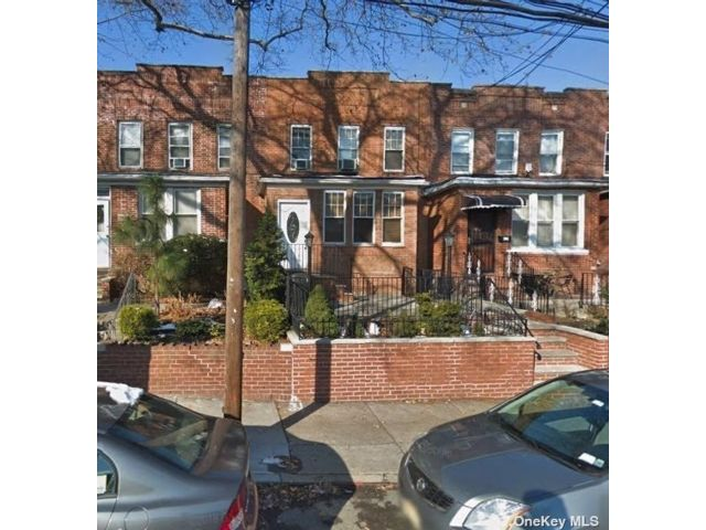 3 BR,  2.00 BTH Other style home in Long Island City