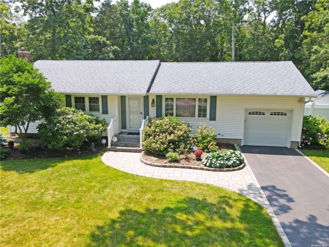 3 BR,  1.00 BTH Ranch style home in Middle Island