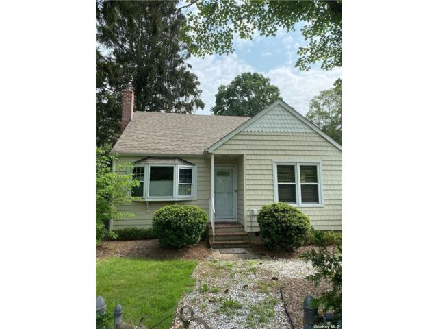 3 BR,  2.00 BTH Cape style home in Smithtown