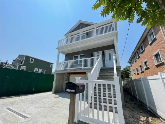 3 BR,  2.00 BTH Other style home in Rockaway Beach