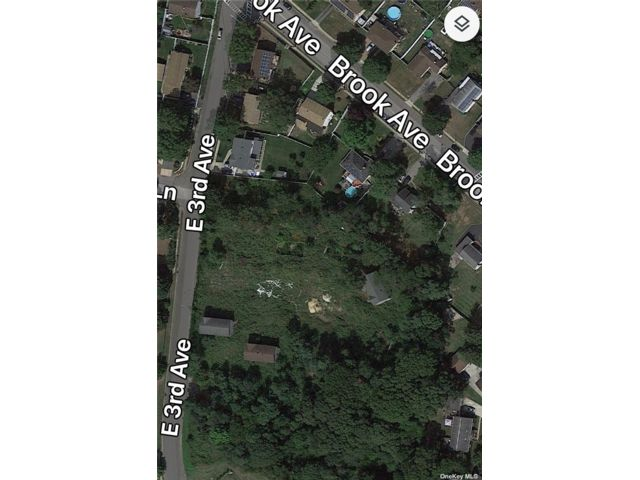 Lot <b>Size:</b> 90x Land style home in Bay Shore
