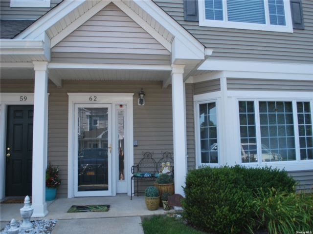 2 BR,  2.00 BTH Other style home in Amityville