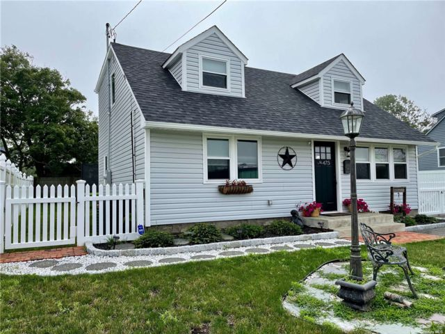 4 BR,  2.00 BTH Cape style home in Patchogue