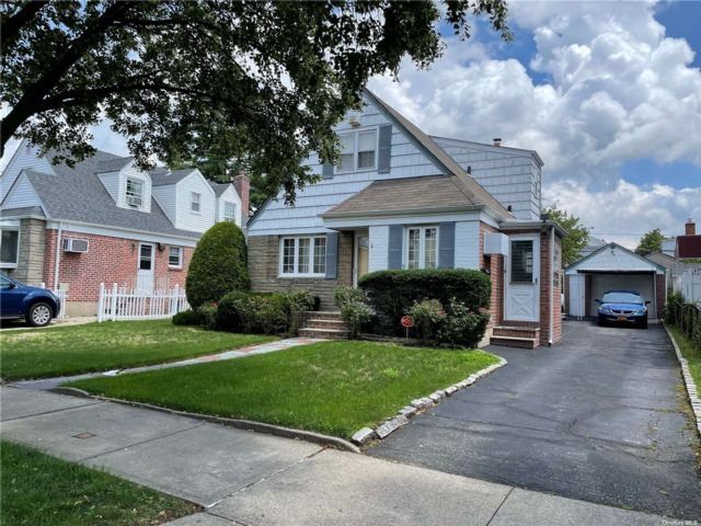 3 BR,  2.00 BTH Cape style home in Floral Park
