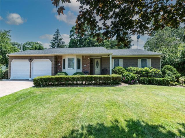 3 BR,  2.00 BTH Exp ranch style home in Islip