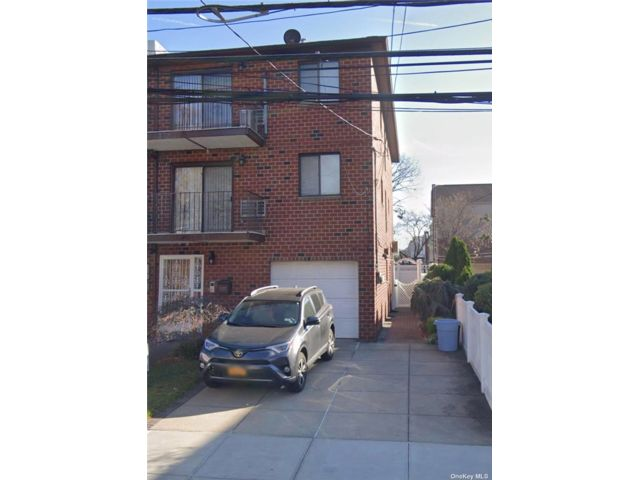 3 BR,  2.00 BTH Apt in house style home in Maspeth