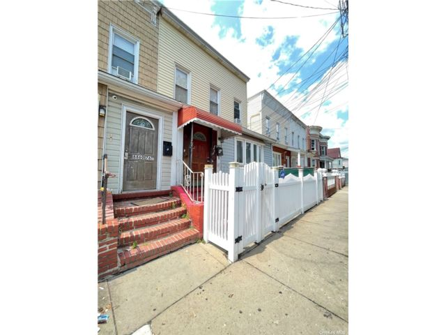 7 BR,  5.00 BTH Contemporary style home in Woodhaven
