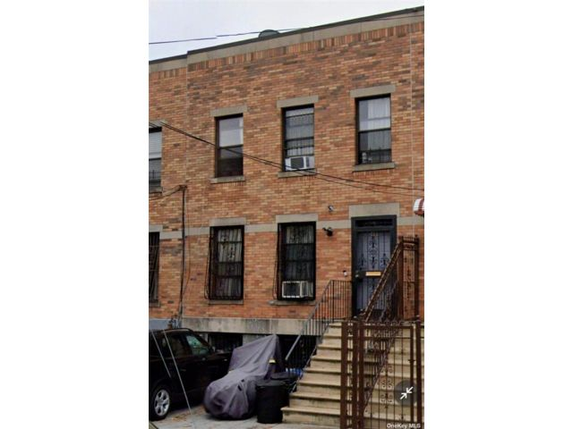 5 BR,  3.00 BTH Townhouse style home in Bushwick