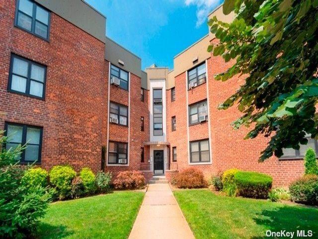 1 BR,  1.00 BTH Garden apartmen style home in East Elmhurst