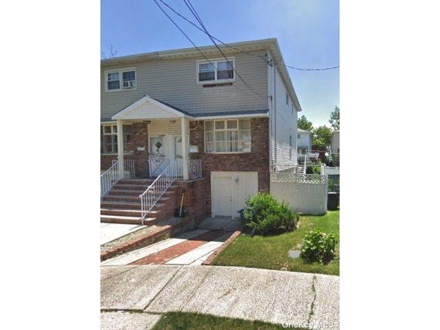 3 BR,  2.00 BTH Duplex style home in Canarsie