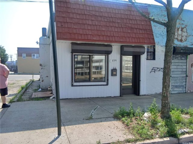 Studio,  0.00 BTH Commercial style home in Floral Park
