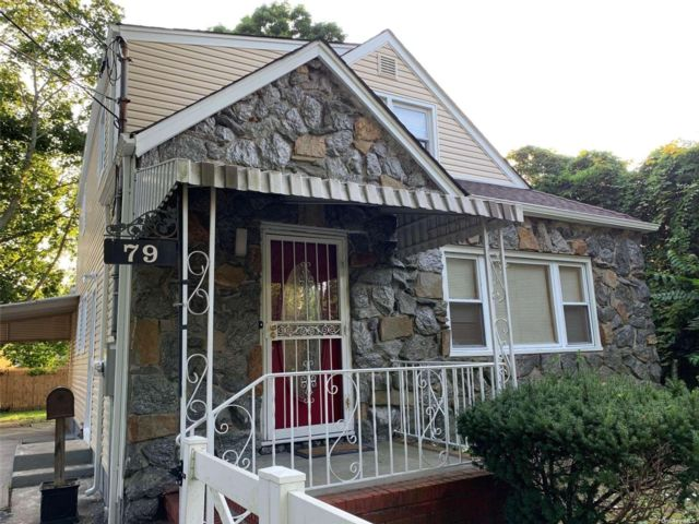 6 BR,  3.00 BTH 2 story style home in Freeport