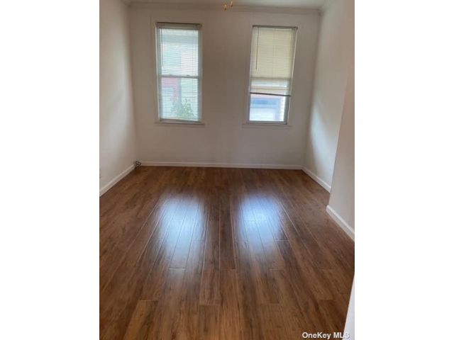 3 BR,  2.00 BTH House rental style home in Woodside