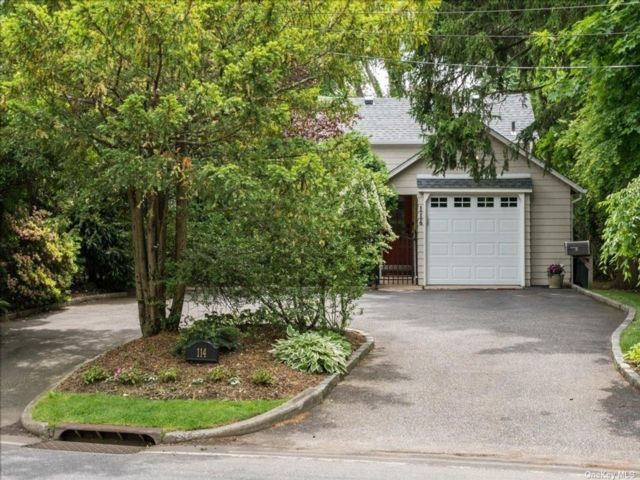 2 BR,  2.00 BTH Cape style home in East Hills