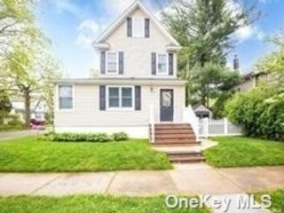 3 BR,  1.00 BTH Other style home in Floral Park