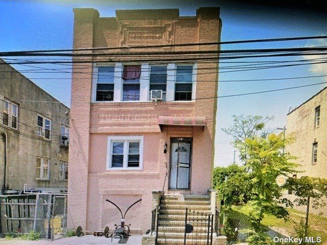 9 BR,  4.00 BTH Colonial style home in Arverne