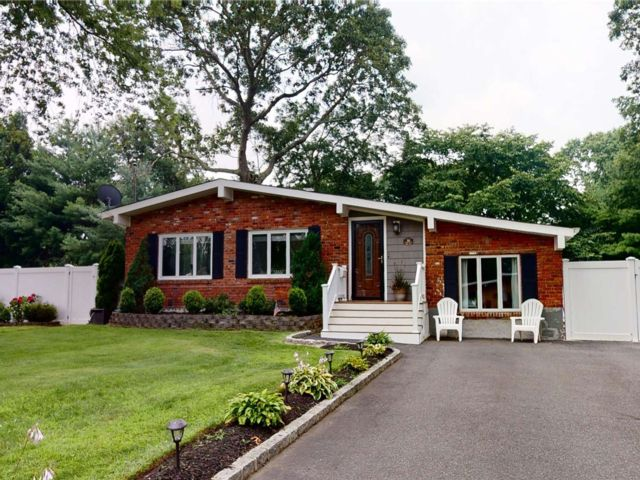 3 BR,  2.00 BTH Ranch style home in Bayport