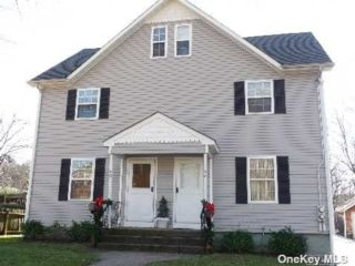 3 BR,  2.00 BTH Colonial style home in Locust Valley