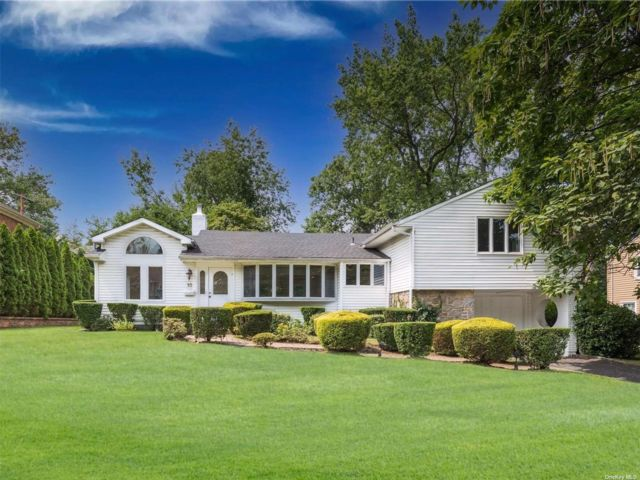 3 BR,  2.00 BTH Exp ranch style home in Great Neck