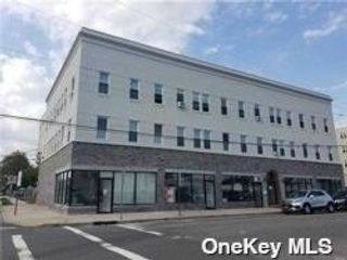 1 BR,  1.00 BTH Apt in bldg style home in Woodmere