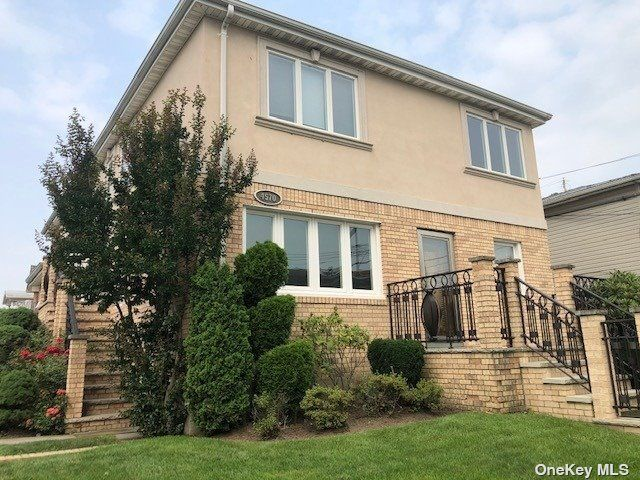 3 BR,  1.00 BTH Apt in house style home in Flushing