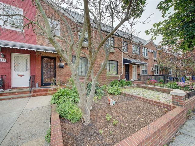 3 BR,  2.00 BTH Colonial style home in East Elmhurst
