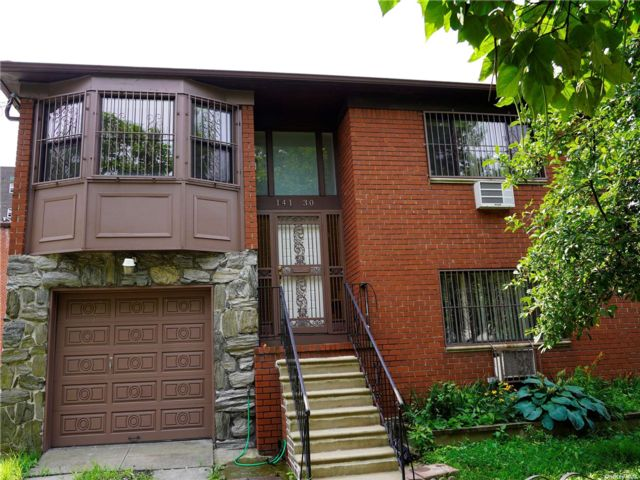 6 BR,  3.00 BTH 2 story style home in Flushing