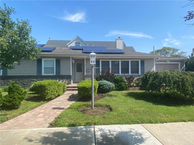 4 BR,  2.00 BTH Exp ranch style home in Long Beach