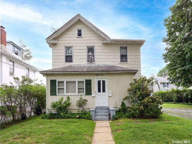 2 BR,  2.00 BTH Apt in house style home in Manhasset