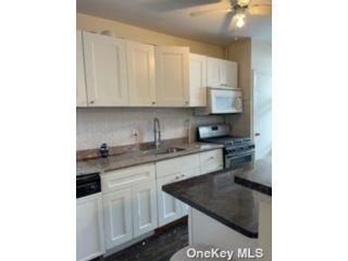 [Ridgewood Real Estate, listing number 3192255]