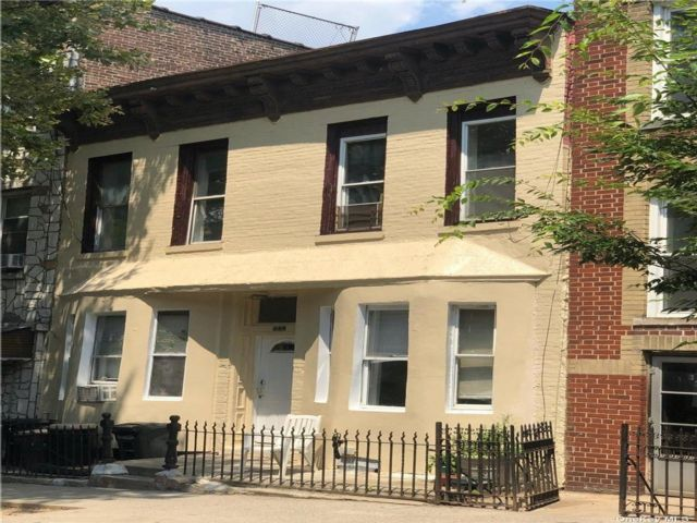 4 BR,  4.00 BTH Colonial style home in Greenwood Heights