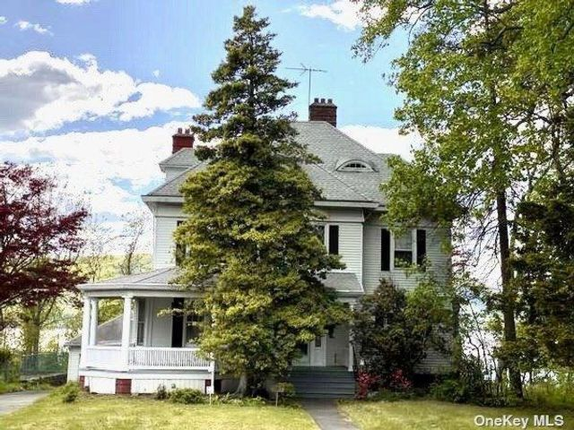 4 BR,  3.00 BTH Victorian style home in Peekskill