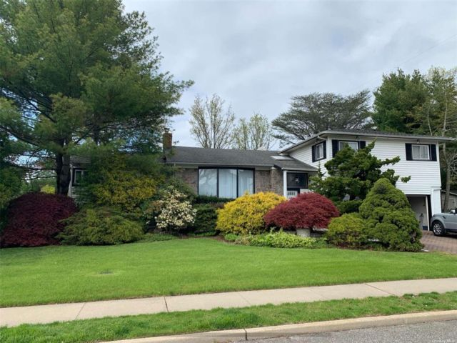 4 BR,  4.00 BTH Split level style home in Jericho