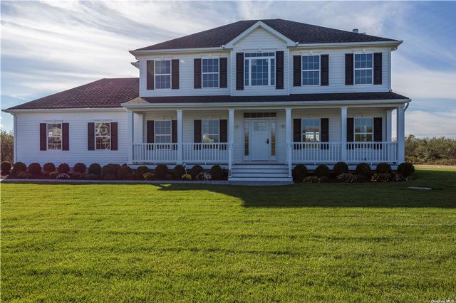 5 BR,  6.00 BTH Colonial style home in Hampton Bays