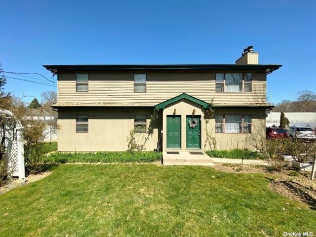 3 BR,  2.00 BTH Apt in house style home in Glen Cove