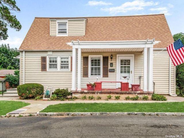 2 BR,  2.00 BTH Cape style home in Yonkers