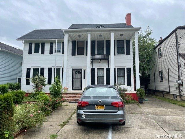 4 BR,  3.00 BTH Other style home in Floral Park