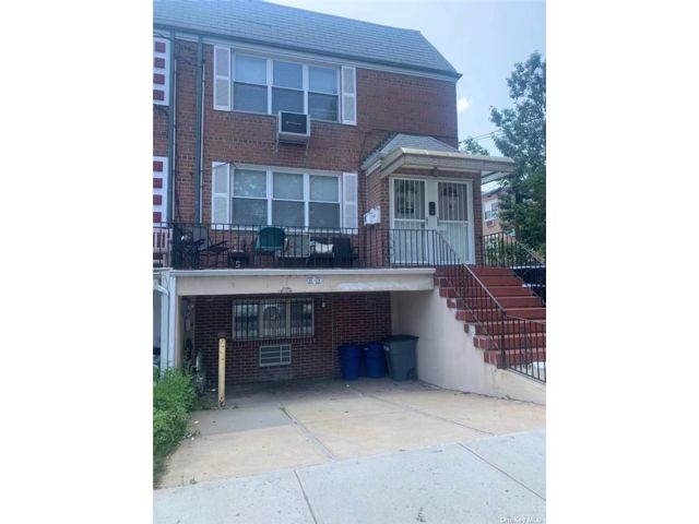 9 BR,  6.00 BTH Other style home in Flushing