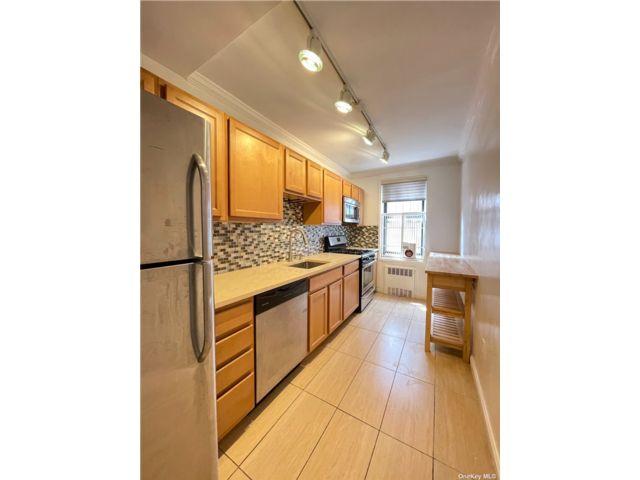 [Jackson Heights Real Estate, listing number 3192470]