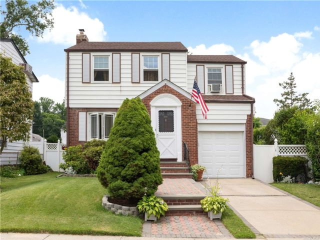 3 BR,  1.00 BTH Colonial style home in Queens Village