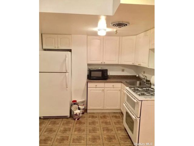 1 BR,  1.00 BTH Apt in house style home in Kew Gardens