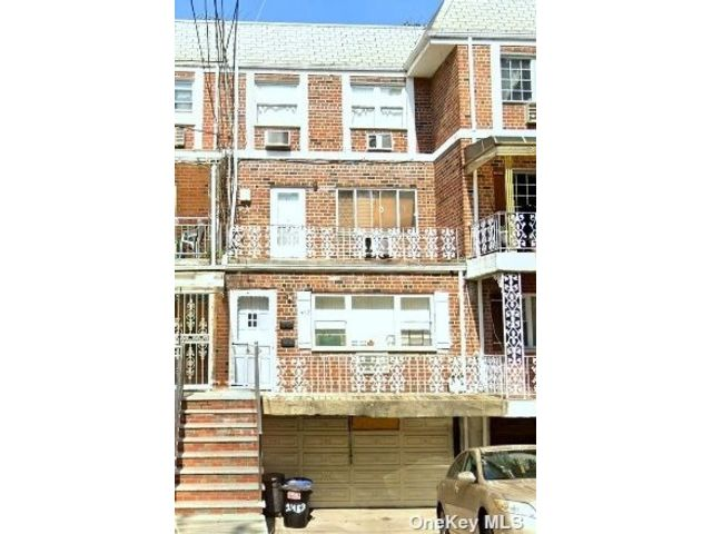 5 BR,  3.00 BTH Other style home in Canarsie